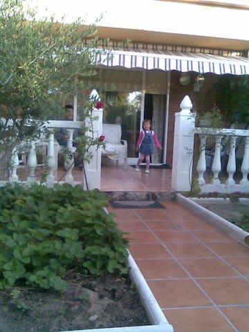 CASA TRANQUILA Y BIEN COMUNICADA - Collado Villalba - Rumah