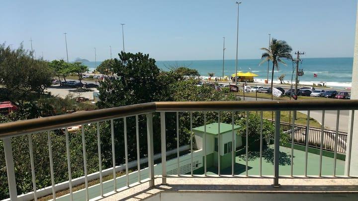 Apto de Frente p/ a praia - Barra
