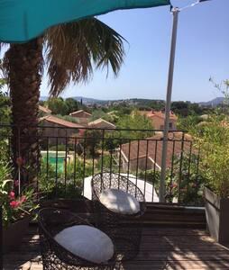 Sur les hauteurs de Toulon vue mer