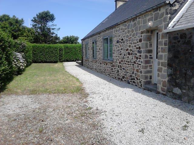 Charmante maison, jardin et vue mer - Jobourg - Casa