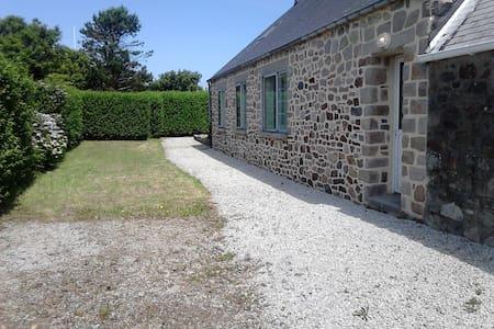 Charmante maison, jardin et vue mer - Jobourg