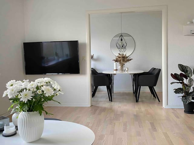 Central apartment with free parking and sea view