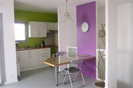 appartement proche centre ville - Issoire - Huoneisto