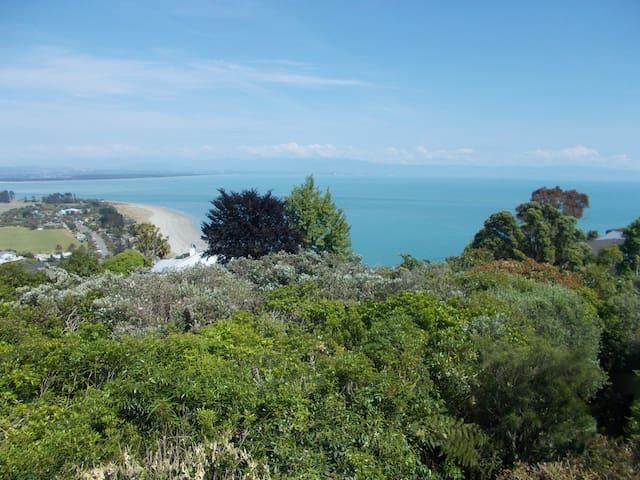 Nelson - Tahunanui Beach, Sea & Mountain Views