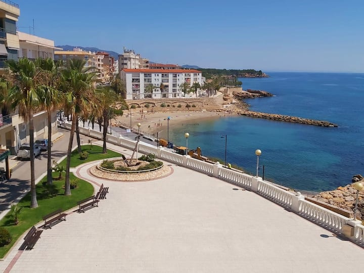 In the heart of the village with sea views & 100m beach