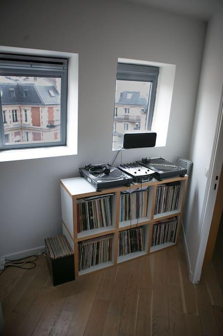 DJ, vinyles corner.