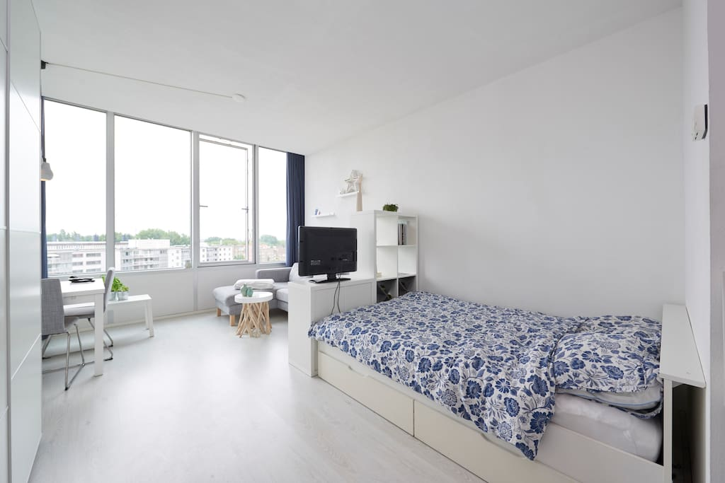 studio apartment in west amsterdam apartments for rent in amsterdam noord holland netherlands. Black Bedroom Furniture Sets. Home Design Ideas