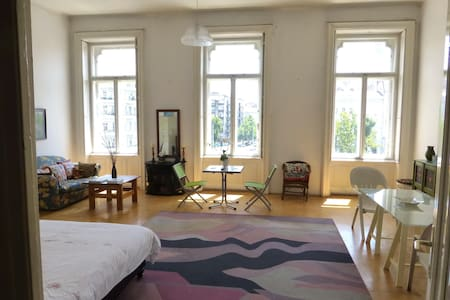 City Heart Classic Large Art Studio - Budapest - Bed & Breakfast