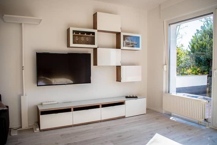 Liebesvolles Studio mit Frankfurt/Wiesbaden Nähe