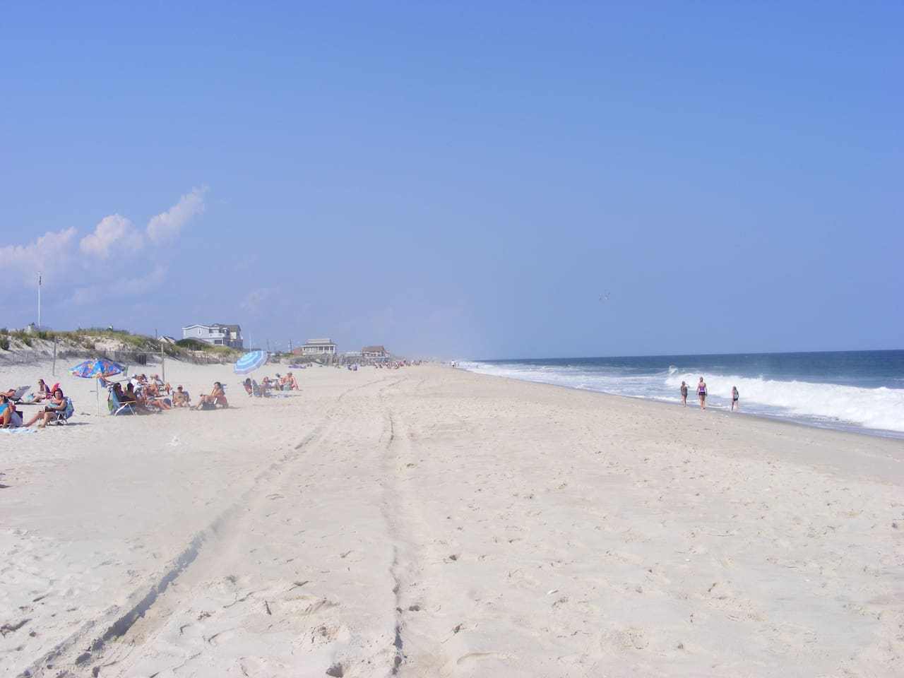 This Is The LIFE!!  Walk to beach.  2 FREE beach badges.  Restaurants, boardwalk, shops within walking distance.