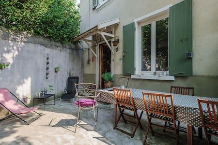 Maison de charme 1930 proche Lyon. - Lentilly