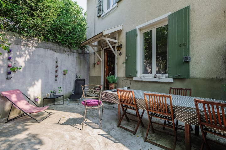 Maison de charme 1930 proche Lyon. Accès privatif.