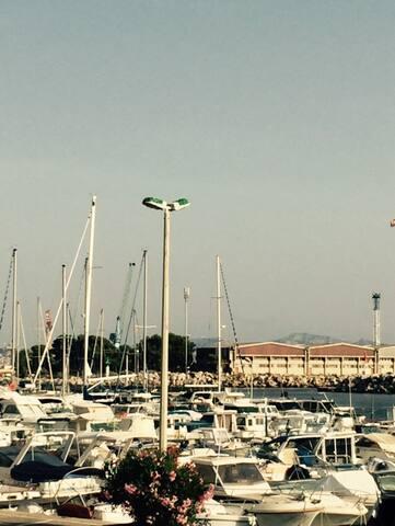 Le port de l'Estaque, à 50 mètres