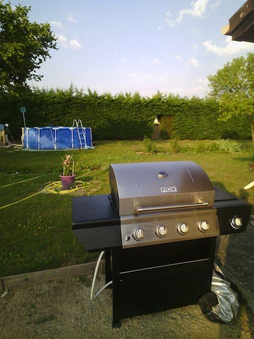 Le barbecueet la piscine prof 120,diam 430