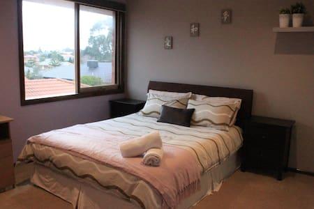 Charming bedroom for 2 - Endeavour Hills - บ้าน
