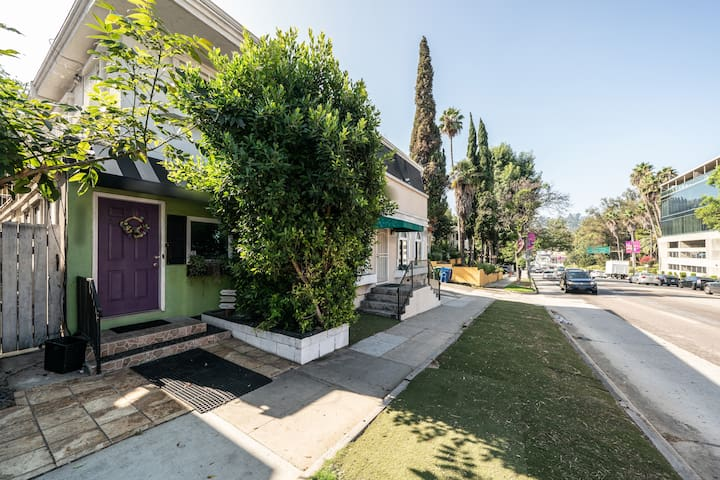 2BR/1BA in Hollywood Hills/Universal Area