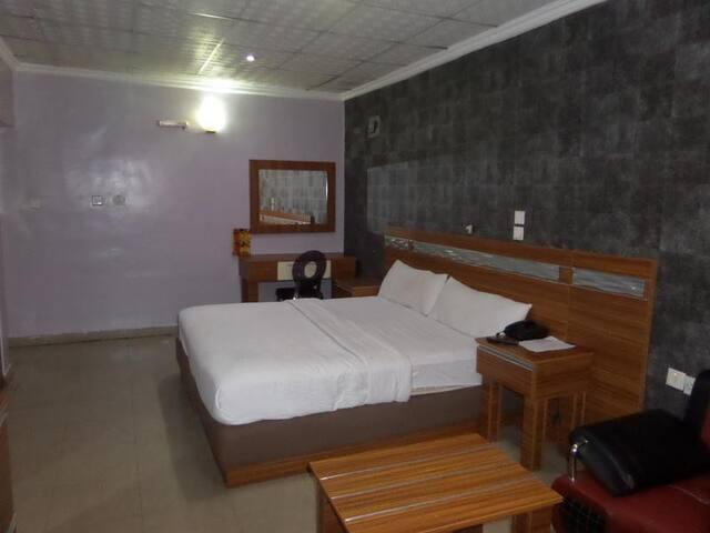 Zaaz Hotels-Deluxe Room