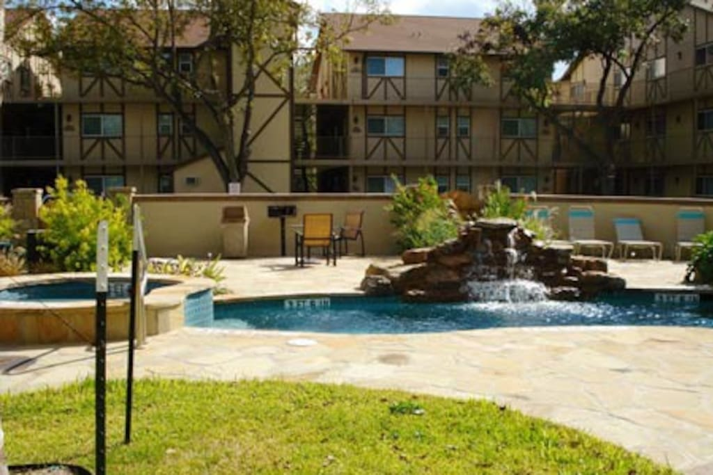 Riverside condo on the guadalupe river apartments for for Apartments in new braunfels tx