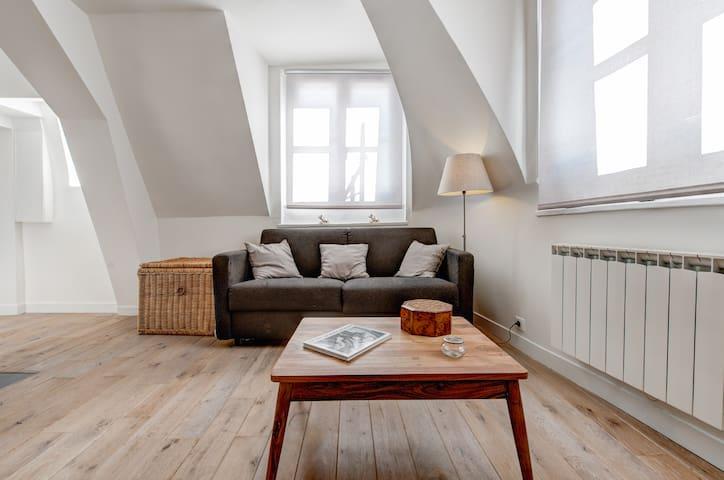 Une pièce à vivre ensoleillée