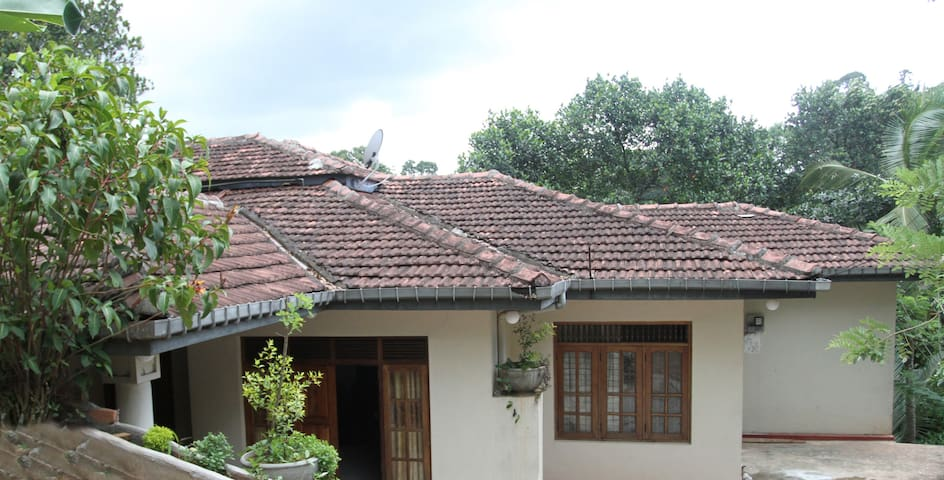 Peradeni Rest Inn - Kandy - Bed & Breakfast