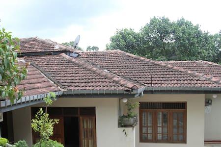 Peradeni Rest Inn - Kandy