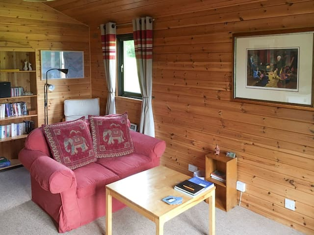 Willow Lodge - UK7001 (UK7001)