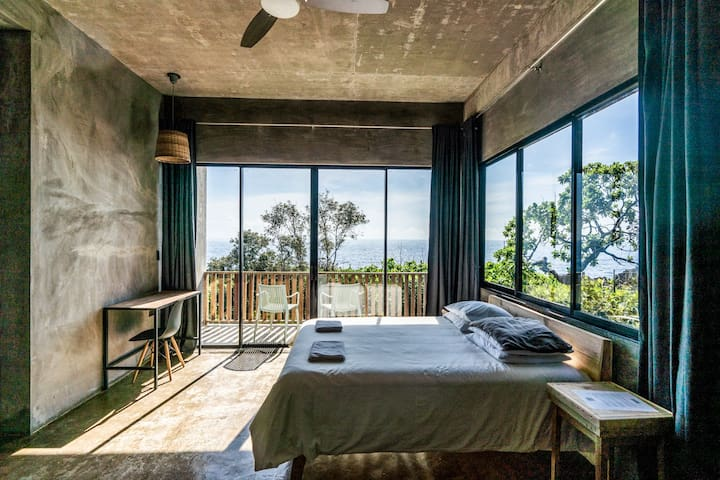 A room with a view over the Pacific Ocean