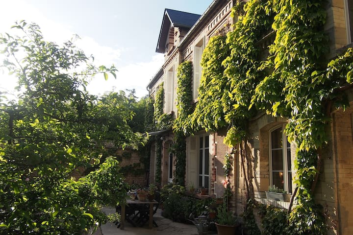 Lovely Bed & Breakfast in the center of Old Luc - Luc-sur-Mer - Bed & Breakfast