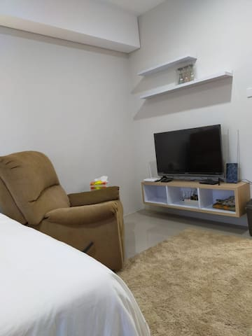 single arm reclining sofa to watch TV