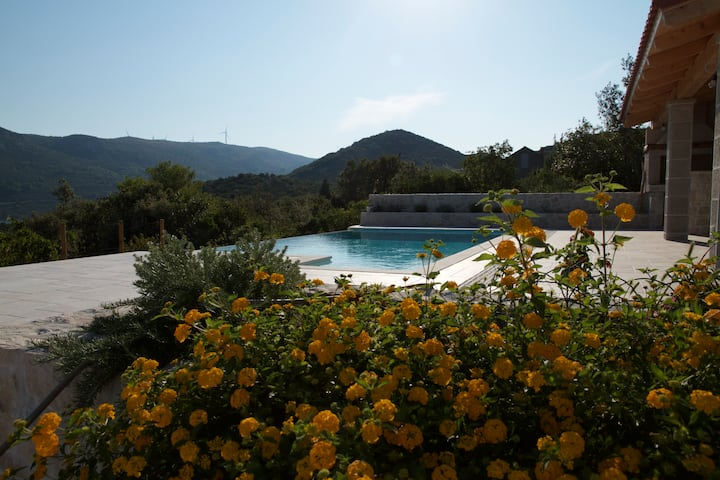 Apartment with sea view pool and a garden, Ston