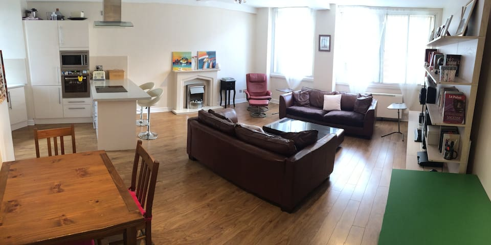 Spacious 2 Bed Flat in City Centre