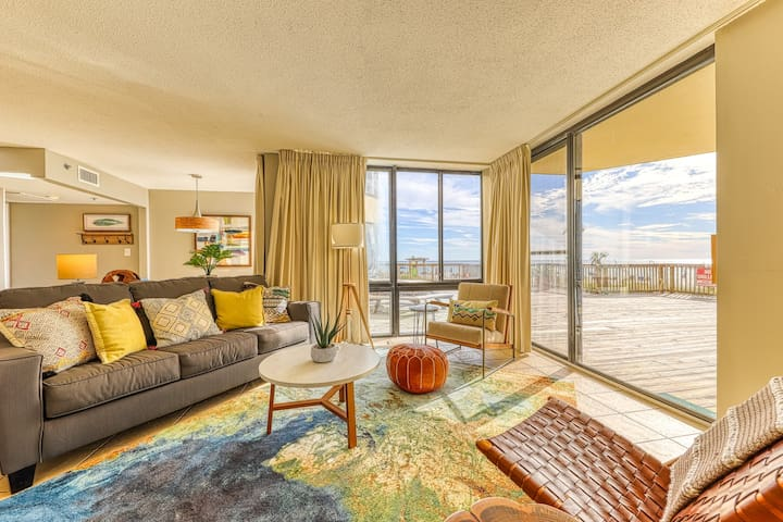 Spacious & family-friendly beachfront condo with shared pool and beach access