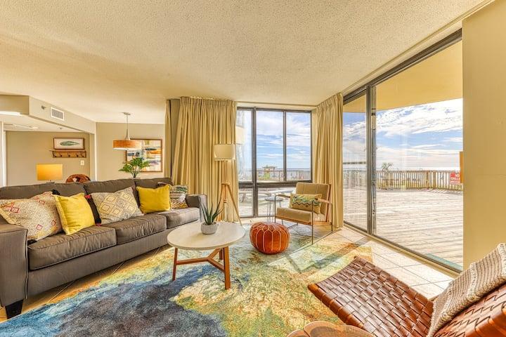 Spacious & family-friendly beachfront condo w/ a shared pool & beach access