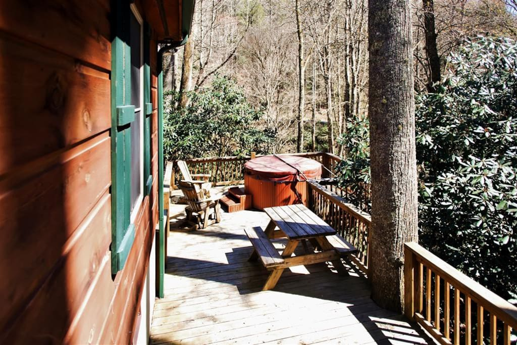 Unwind on the open back deck and enjoy the surrounding scenery