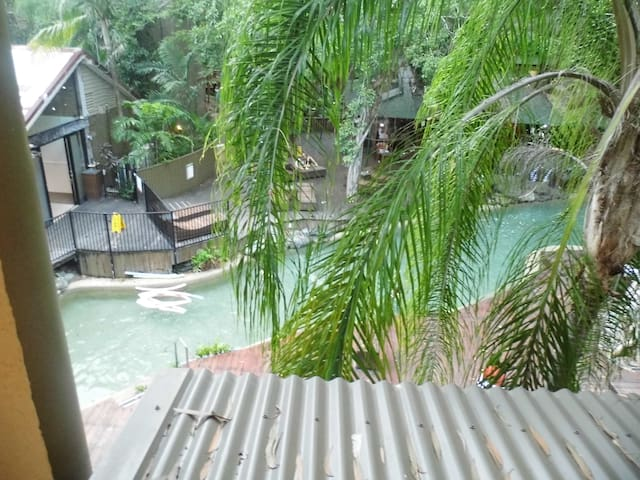 Self-Contained Studio by the Pool - Port Douglas - Apartment