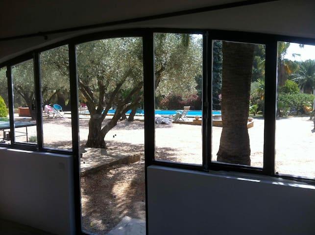 Loft dans parc & piscine partagée