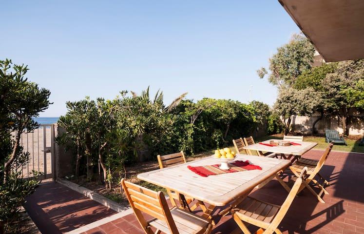 VLM Villa 5 bdr on the Beach with garden - Mongiove - Rumah