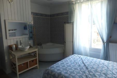 chambre chez l'habitant - Buxeuil - 獨棟