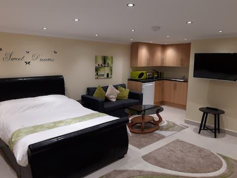 Newly Built Luxury Studio Flat - 2 Beds