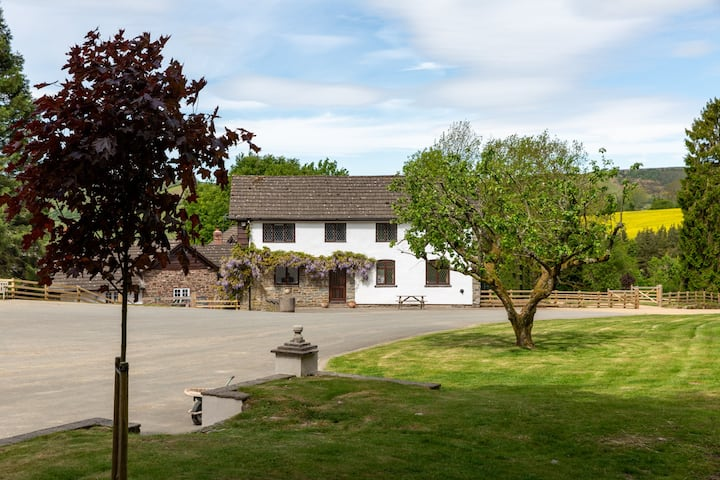 Bunkhouse with activities on site - sleeps 16 - 20