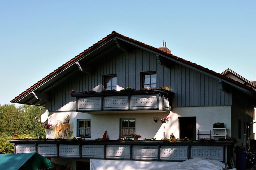 der Gäste-Balkon im Obergeschoß (rechte Seite)