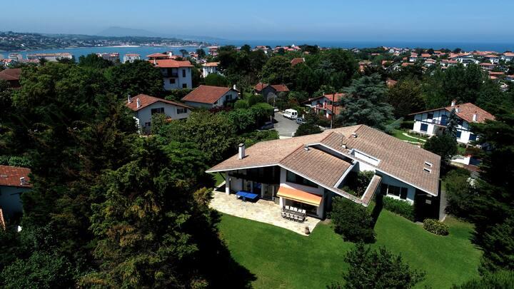 Villa Bakéa à St Jean de Luz, 23 p. (plage à pied)