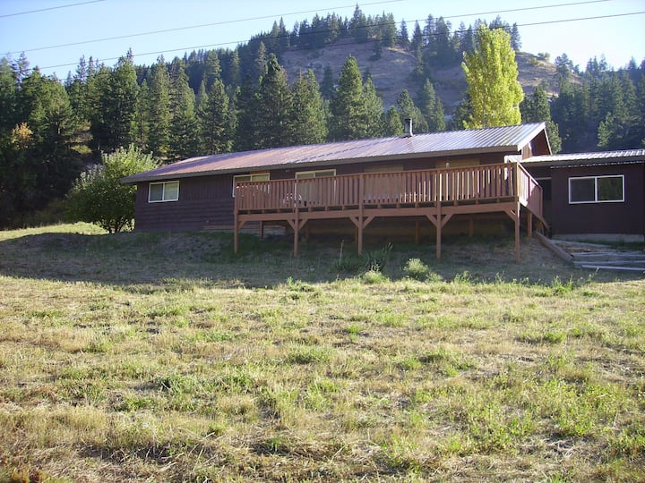 Forever Young Ranch Leavenworth Country Home