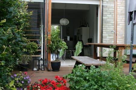 Modern Family House close to Sea - Casa