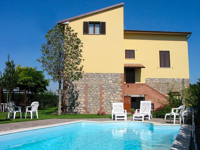 "Apartment ""Cigno"" with garden and pool - Castiglione del Lago - Pis"