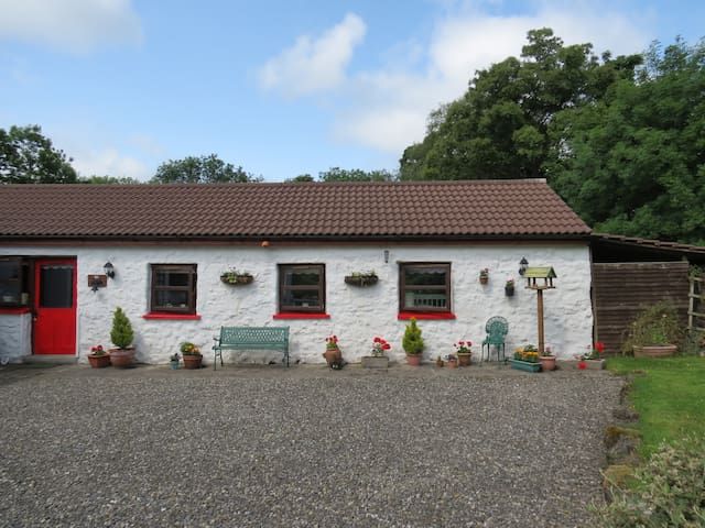 Newly renovated stone cottage - Knock