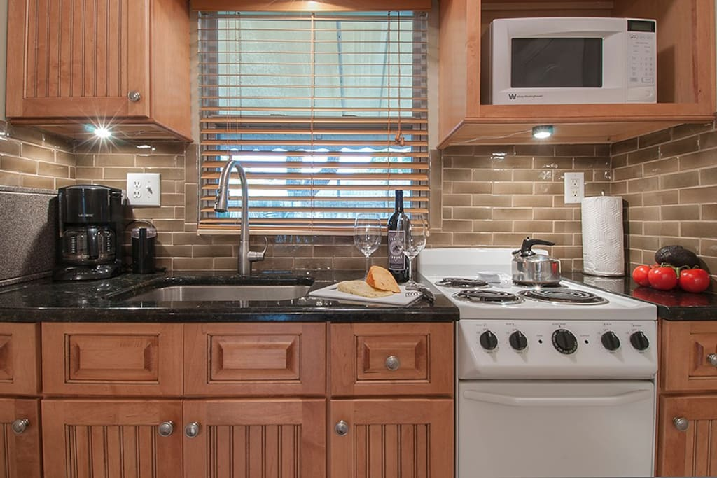 Range and sink with undercabinet lighting