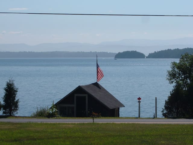 Essex, NY  Cottage on Riotous Bay! - Essex - House