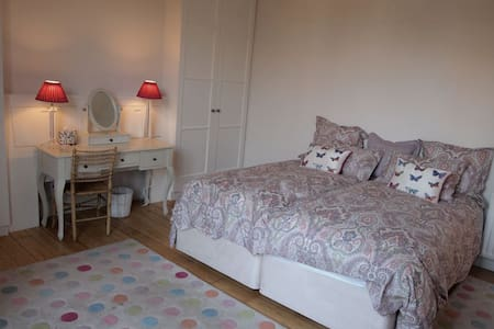 Hampton Court Leafy Retreat - East Molesey - Casa