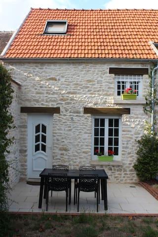 Maison dans hameau calme et terrain arboré
